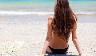 Niestraszne im słońce i słona woda. Jak pielęgnować włosy latem?