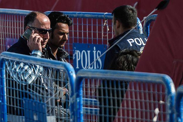 Zatrzymano mężczyznę, który strzelał w powietrze przed ambasadą USA w Turcji