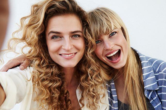Fryzury blond powinny być dopasowane do wieku oraz kształtu twarzy.