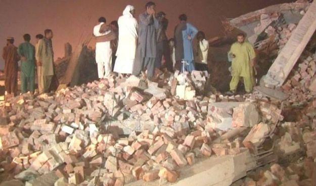 Runął dach fabryki w Pakistanie. Jest wielu zabitych, pod gruzami wciąż są ludzie