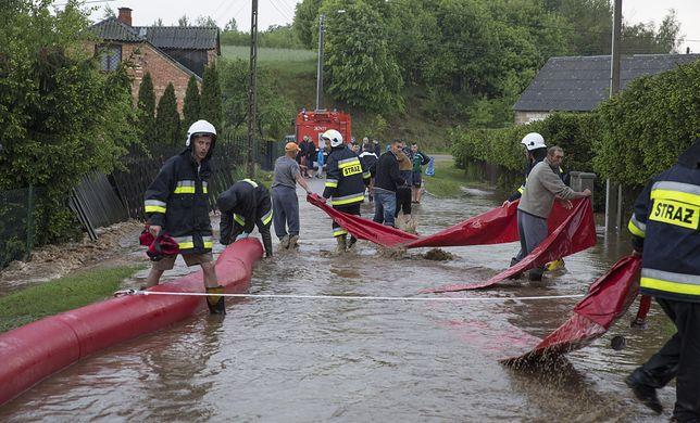 Od północy z powodu powodzi i podtopień strażacy interweniowali w całym kraju już ponad 200 razy