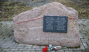MSZ: nie odnotowano śladów wandalizmu na tablicy w Smoleńsku