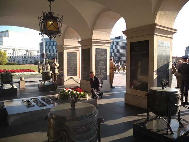 Minister obrony narodowej Mariusz Błaszczak złożył kwiaty przed Grobem Nieznanego Żołnierza
