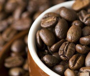 Kawa to naturalne źródło kofeiny.