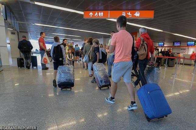 Regulaminy lotnisk i linii lotniczych są bardzo rygorystyczne