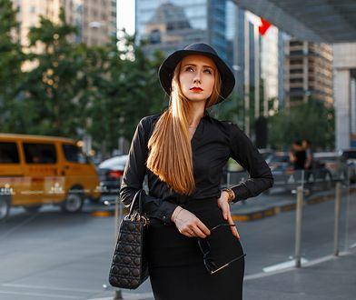 Wyszczuplające czarne koszule. Kwintesencja klasycznej elegancji