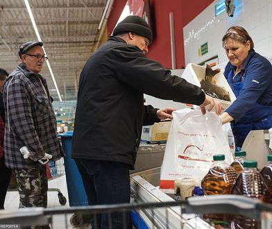 Co roku w okolicach świat wraca temat sprzedaży żywych karpi.