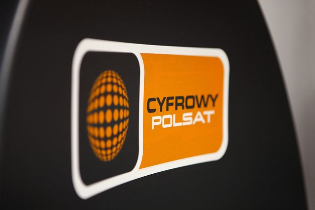 Cyfrowy Polsat posługuje się logo z charakterystyczną, pomarańczową kulą