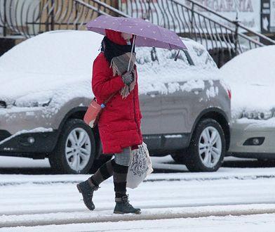 Pogoda. Zimny wiatr i opady śniegu. Duże problemy na drogach
