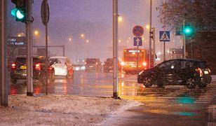 Atak zimy w Warszawie. Śnieżyca paraliżuje ruch. Zdjęcia