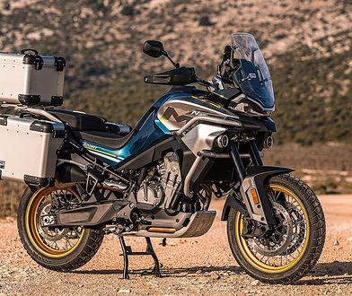 CFMoto MT800 to pierwszy motocykl turystyczny tej marki. Napędza go silnik KTM-a