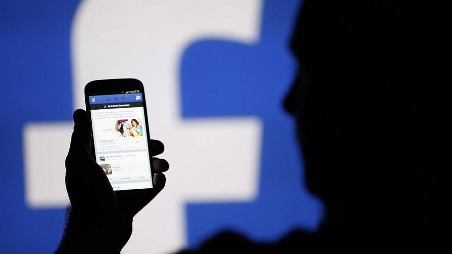 Facebook z autoodtwarzaniem filmów z dźwiękiem. Oto jak je wyłączyć