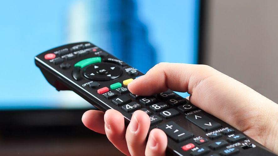 Polacy przyjęli telewizję hybrydową, kanały MUX 8 poznamy jesienią