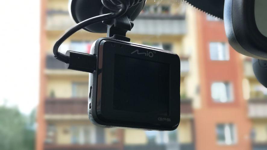 Niewielkie wymiary pozwalają zapomnieć o obecności kamerki