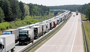 Zator na autostradzie A2 w rejonie Świecka w kierunku Niemiec, po dłuższej niż zwykle weekendowej przerwie w ruchu ciężarówek w Niemczech. (22.05.2018)