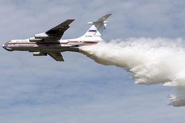 Jeden z samolotów Ił-76, które brały udział w gaszeniu pożarów