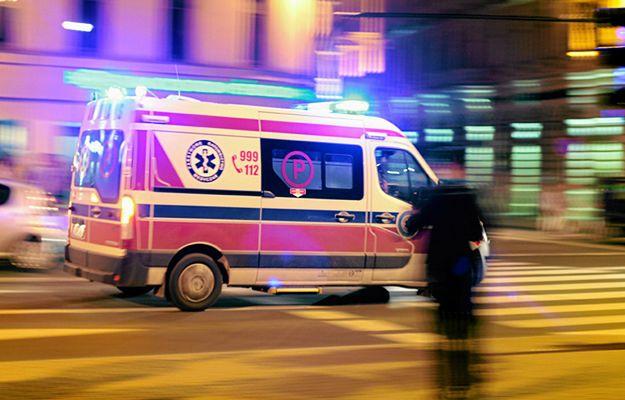 Kierowca zahaczył o karetkę wiozącą krew. Nie żyją 3 osoby