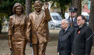 Pomnik Lecha i Marii Kaczyńskich w Białej Podlaskiej