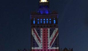 """Podświetlono PKiN w barwach flagi Wielkiej Brytanii. HGW: """"Brytyjczycy zostańcie w Unii"""""""