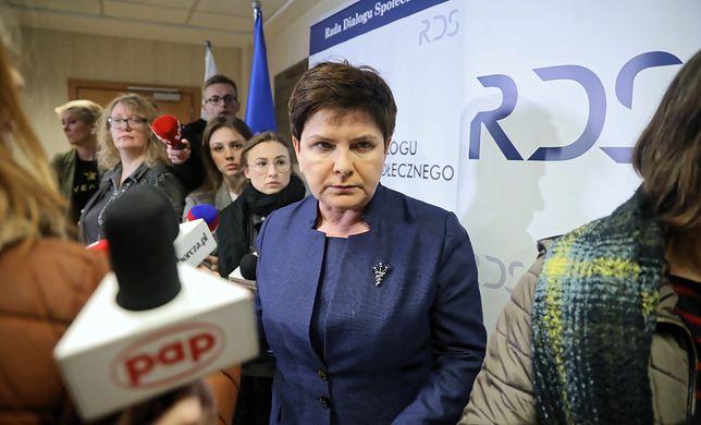 Wicepremier Beata Szydło w drodze na rozmowy ze związkami