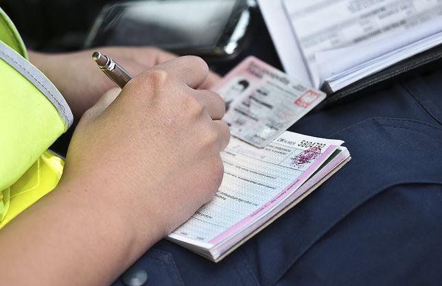 Policjanci mają przykaz wystawiania mandatów.
