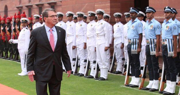 Ashton Carter z wizytą w Indiach