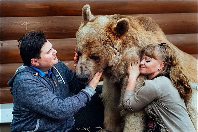Swietłana i Jurij Pantelienienko mieszkają z niedźwiedziem już od 25 lat