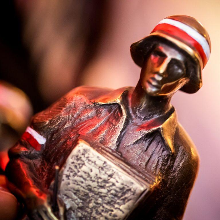 Warszawa. Statuetka Powstańca Warszawskiego trafia do laureatów nagrody BohaterOn. Kto będzie nim w tym roku, zależy również od internautów