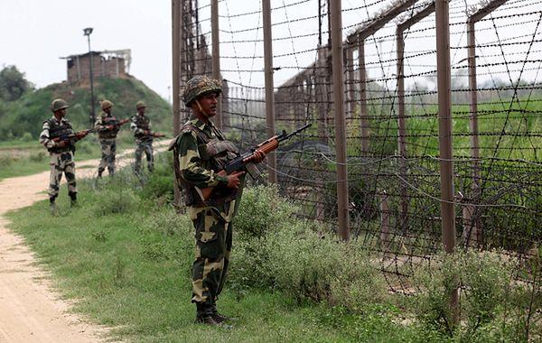 Indyjscy żołnierze na granicy w Kaszmirze