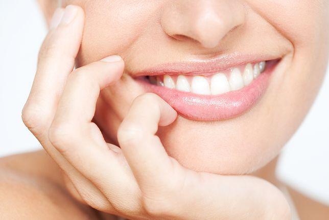 Istnieje wiele skutecznych metod wybielania zębów - zarówno profesjonalnych, jak i domowych
