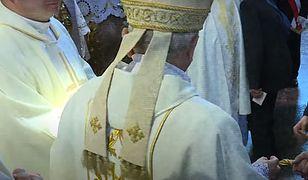"""""""Lawendowa mafia"""" stoi za pedofilią w Kościele? Mocny komentarz w filmie Sekielskiego"""