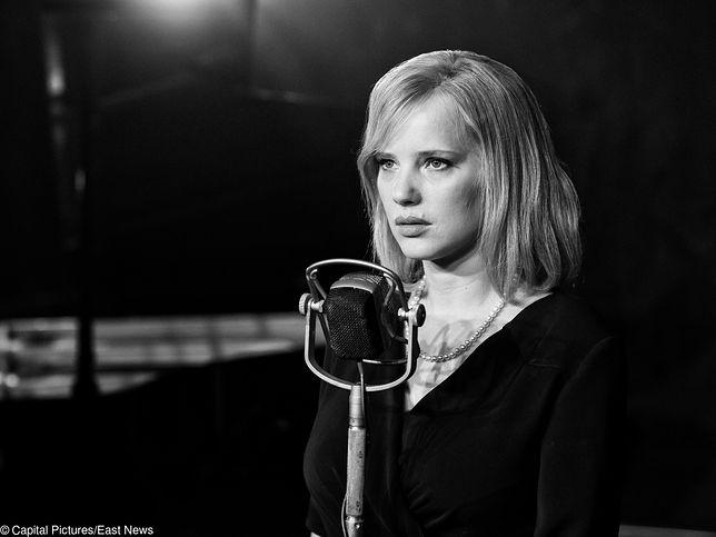 Tajemnicza, mroczna, czarno-biała: Joanna Kulig