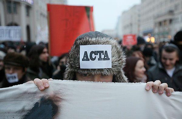 Warszawa: pikieta przeciwników podpisania przez polski rząd ACTA