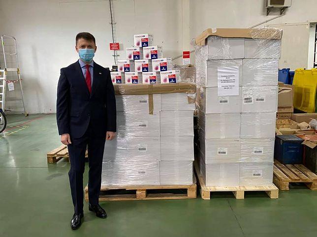 Poseł PiS Bartłomiej Dorywalski pochwalił się taką darowizną od producenta leków.