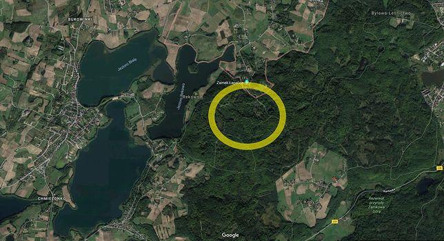 Polowanie miało miejsce w lesie graniczącym z zamkiem w Łapalicach.
