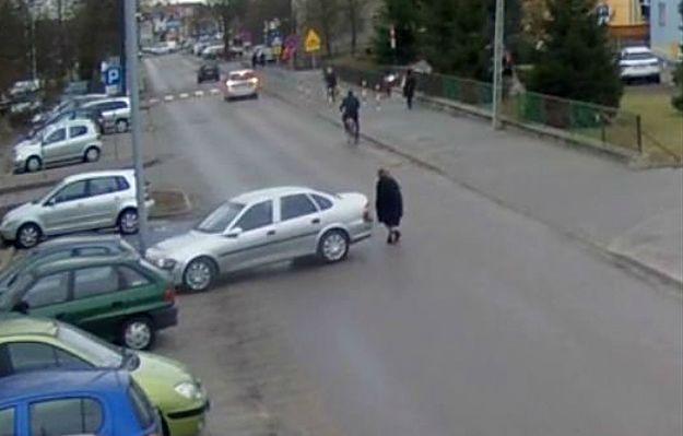 Groźny wypadek w Łukowie. Kobieta cofała autem i potrąciła 92-latkę