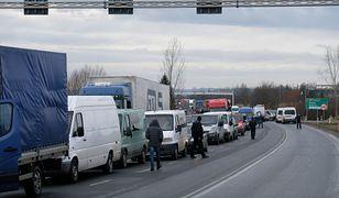 Gigantyczne kolejki na granicy z Ukrainą. Nawet kilkadziesiąt godzin czekania