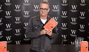 """Tom Hanks na spotkaniu autorskim podczas promocji debiutanckiej książki """"Kolekcja nietypowych zdarzeń"""""""