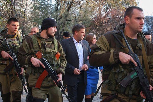Ołeksandr Zacharczenko w drodze do lokalu wyborczego