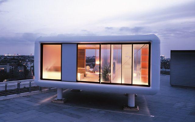 Zdjęcia domu z ogromnymi oknami