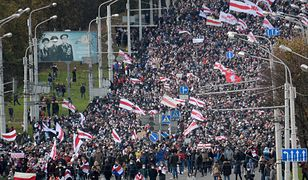 Białoruś. Mińsk. Tłum na ulicach stolicy w proteście przeciwko władzy