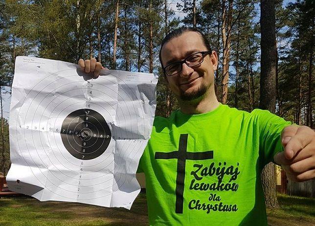 """""""Najmłodszy polski milioner"""" przeprasza za napis na koszulce. Kamil Cebulski tłumaczy jej kontekst"""
