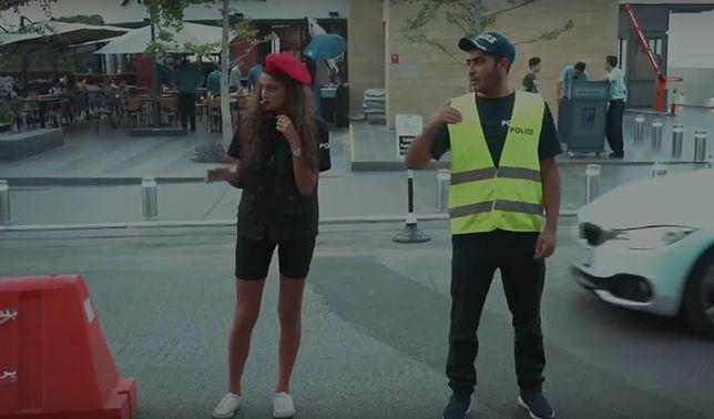Młode policjantki w szortach mają przyciągnąć turystów do libańskiego miasta. ''To wolny kraj''