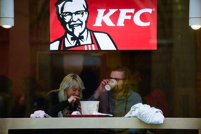 """""""To kolejna manifestacja z cyklu: chłopcy pozostaną chłopcami"""". KFC opublikowało oficjalne przeprosiny"""