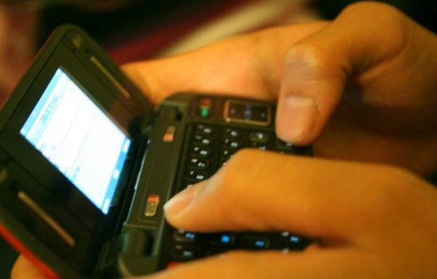 """Uwaga na """"darmowe"""" SMSy z życzeniami! Możesz stracić majątek."""