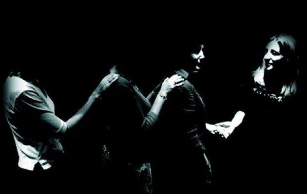Dans la noir? - jedzenie w ciemności