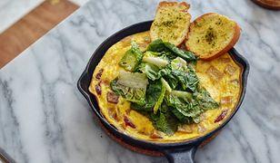 Omlet, czyli pomysł na pożywny i pyszny posiłek - jak zrobić omlet krok po kroku?
