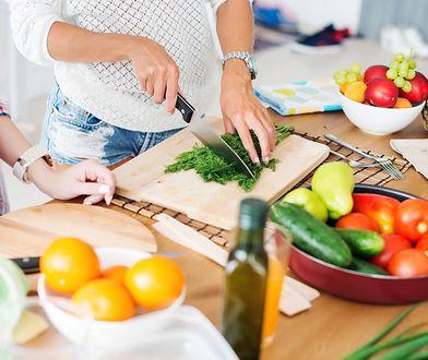 Oczyszczanie organizmu. Jakie produkty ułatwią detoks przed wakacjami?