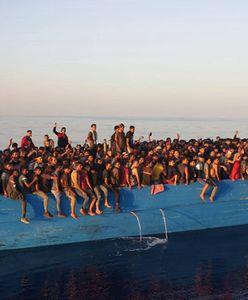 65 migrantów w dryfującej łodzi. Płynęli do Włoch