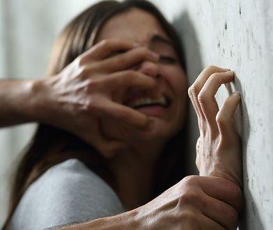 Otwarto wystawę z ubraniami ofiar gwałtów